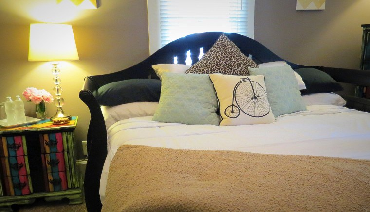 Tips for Hosting Overnight Guests - Featured Image