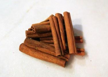 chirstmas-holiday-potpourri-cinnamon-sticks
